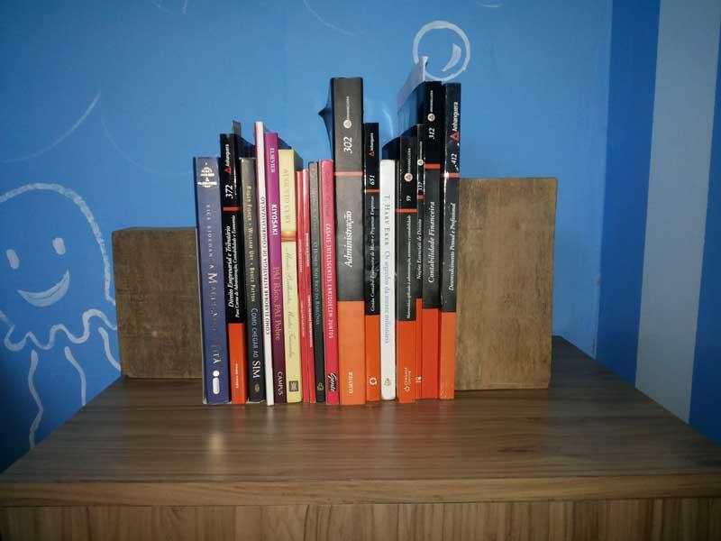 Suporte-livros-caseiro-3